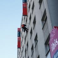 Montaż alpinistyczny naświetlaczy