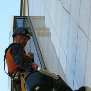 Mycie elewacji alpiniści
